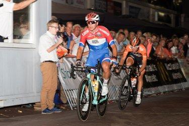 Groenewegen verslaat Lammertink en Clement in Almelo