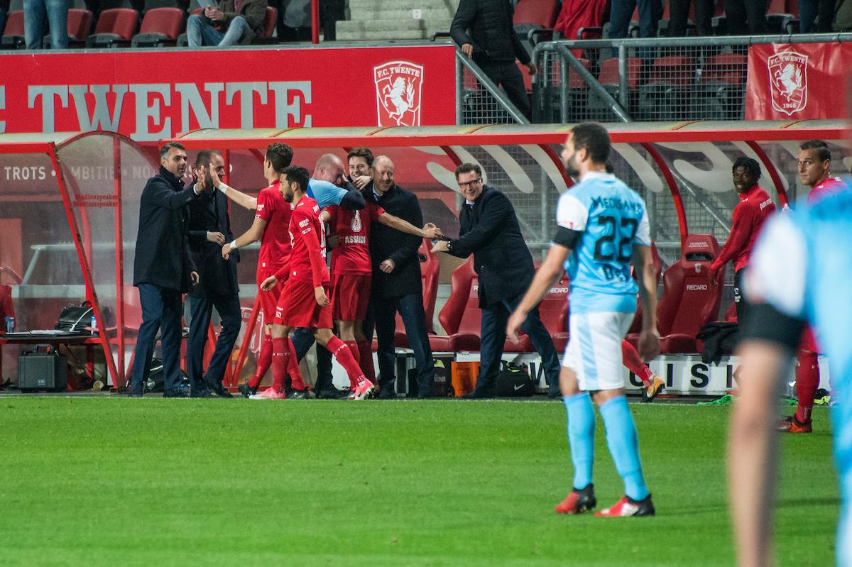 nederland, Enschede 21okt2017 Marino Pusic Interim trainer, na het ontslag van Haake als oefenmeester van het eerste, leidde FCTwente naar een overwinning. FC Twente heeft zaterdagavond drie punten gepakt tegen Roda JC  3-0 . In de eerste helft zette Oussama Assaidi de ploeg op voorsprong. Na een overtreding op hem in de zestien nam hij zelf de strafschop.  tweede helft verdubbelde Assaidi de score. Van dichtbij schoot de vleugelaanvaller binnen. Tom Boere kopte vanuit een hoekschop op de lat, waarna de bal recht in de voeten van Bijen kwam.  Fotografie Cees Elzenga  CE20171021