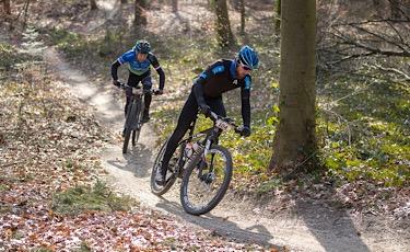 18-03-2018: Wielrennen: Dutch Masters MTB : Haarle Onder koude omstandigheden werden de Dutch Masters MTB verreden op de Sallandse Heuvelrug. Joey van Rhee (Nijverdal) was als eerste terug in Haarle na 200 kilometer op de MTB over de Sallandse heuvelrug