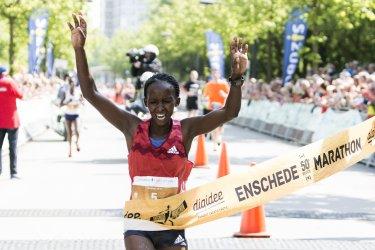 Kellen Waithira wint vijftigste Enschede Marathon