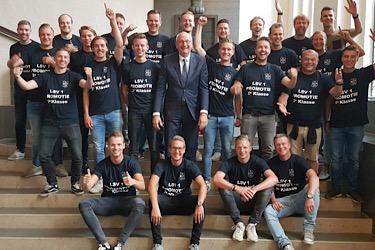 LSV (Lonneker): promotie met huldeblijken 'op stadhuis'